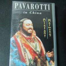 Vídeos y DVD Musicales: VHS VIDEO PAVAROTTI IN CHINA OPERA VHS ORIGINAL DISTANT HARMONY UNICO EN TC. DIFICIL LUCIANO . Lote 176302260