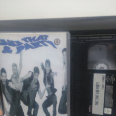Vídeos y DVD Musicales: TAKE THAT. VHS. Lote 191172297