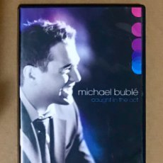 Vídeos y DVD Musicales: DVD MICHAEL BUBLE - EDICIÓN 2 DISCOS - CAUGHT IN THE ACT CD RARO. Lote 208564052