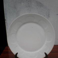 Vintage: PLATO DE CERAMICA EN BALCO FIRMADO. Lote 17937740
