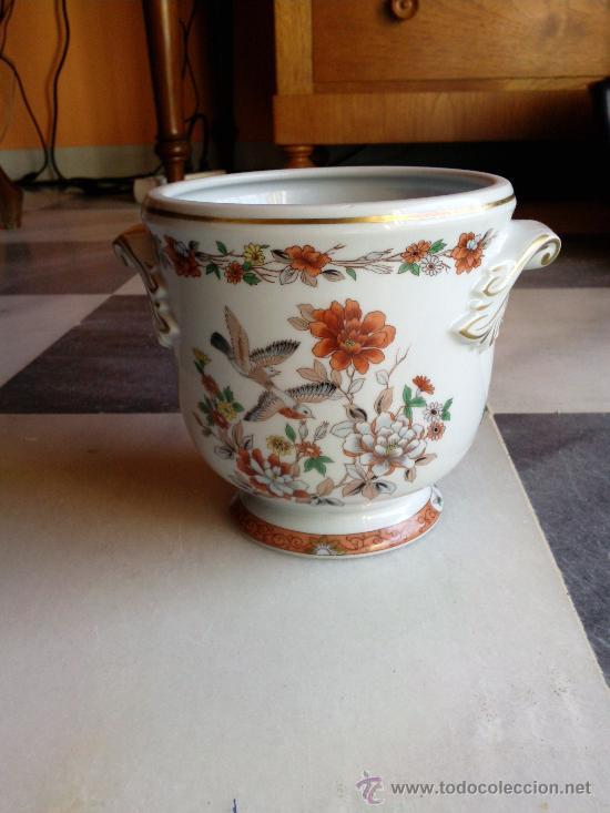 MUY BONITO MACETERO EN PORCELANA MARCA VISTA ALEGRE, PORTUGAL. (Vintage - Decoración - Porcelanas y Cerámicas)