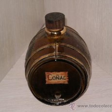 Vintage: TONEL DE CRISTAL ( COÑAC ) CON MOTIVOS DE UVAS LABRADOS , Y REMATES DORADOS . FALTA EL GRIFO .. Lote 26439112