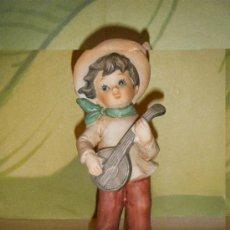 Vintage: FIGURA DE NIÑO TOCANDO EL BANJO AÑOS 70. Lote 27727811