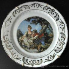 Vintage: PLATO DE PORCELANA VINTAGE CON ESCENA ROMANTICA RIBETE DE PLATA. Lote 30855845
