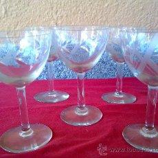 Vintage: ANTIGUAS 5 COPAS DE VINO O CAVA, TALLADAS. Lote 31347703