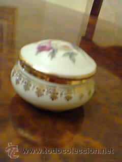 CAJA DE LIMOGES ,AÑO 1950,MOTIVO FLORAL. (Vintage - Decoración - Porcelanas y Cerámicas)