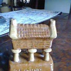 Vintage: HORREO GALLEGO EN CERAMICA VIDRIADA BICOLOR DE BUÑO .FIRMADA. Lote 32740576