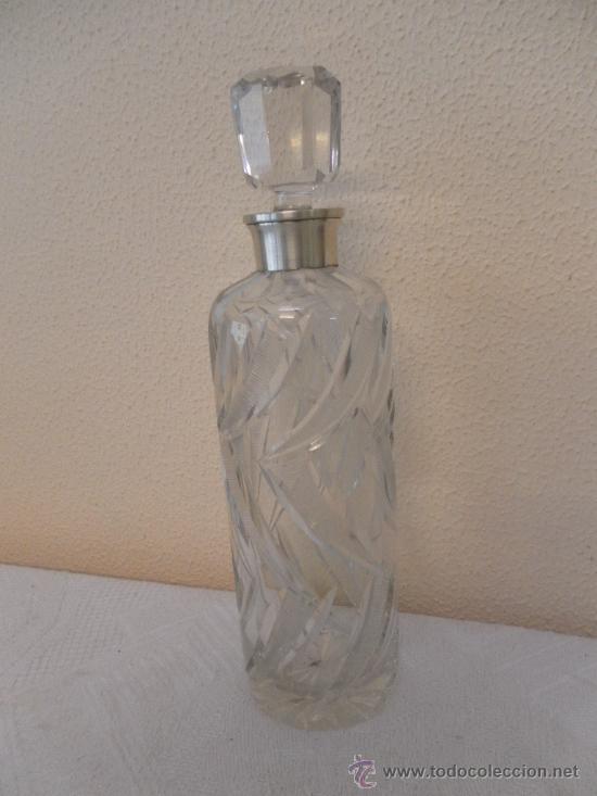 BOTELLA DE CRISTAL Y BROCAL DE PLATA. (Vintage - Decoración - Cristal y Vidrio)