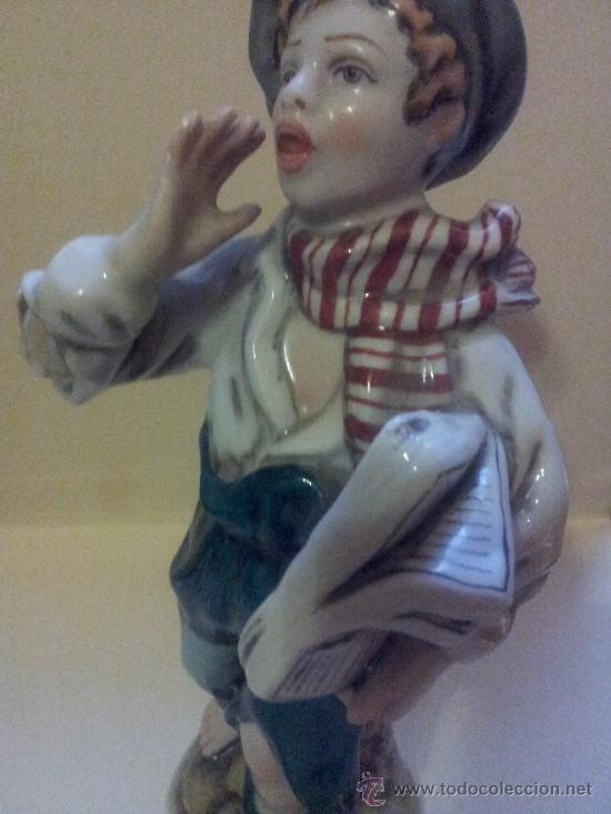 Vintage: Figura de porcelana firmada por MS. Vendedor de periodicos. - Foto 2 - 36583315