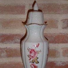 Vintage: JARRON,CLASICO TIBOR DE PORCELANA DIBUJO DE FLORES RIBETE DORADO JARRON. Lote 37455641