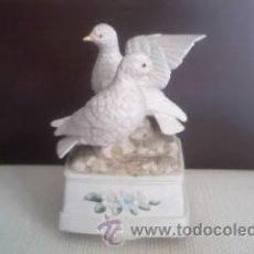 Vintage: PRECIOSA CAJA DE MÚSICA ROTATIVA EN PORCELANA.DOS PALOMAS BLANCAS. MARUHO JAPAN. Lote 37821068