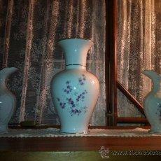 Vintage: JARRONES DE PORCELANA DECORADO EN FINAS FLORES Y PLATA SHABBY CHIC. Lote 38679418