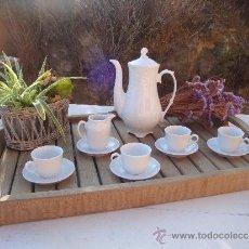Vintage - juego de cafe de porcelana blanca con relieve - 38879473