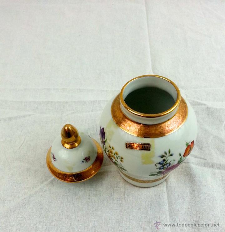 Vintage: Tibor de porcelana con decoraciones en oro - Foto 6 - 39620685