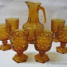 Vintage: ANTIGUO JUEGO DE JARRA + 6 GRANDES COPAS CRISTAL PRENSADO - COLOR AMBAR. Lote 44912362