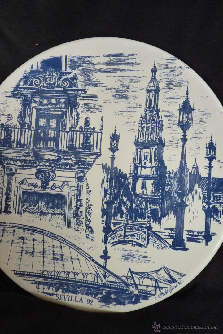PRECIOSO PLATO DE CERÁMICA, GIRALDA DE SEVILLA, RECUERDO EXPO 92 (Vintage - Decoración - Porcelanas y Cerámicas)