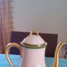 Vintage: ANTIGUA CAFETERA DE PORCELANA DECORADA CON TONOS VERDES Y DORADOS.NO TIENE MARCA PERO ES DE BUENA CA. Lote 43827910