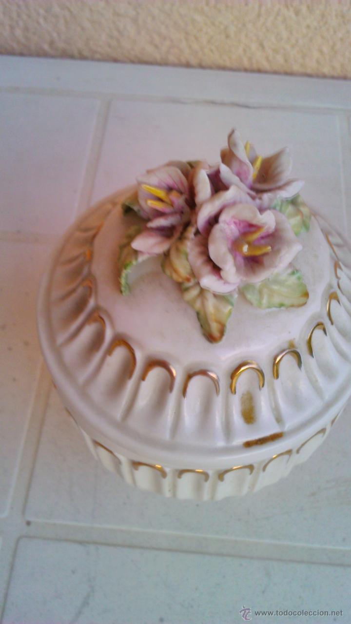 Vintage: Bonito joyero de porcelana con flores en la tapa. - Foto 2 - 101180115
