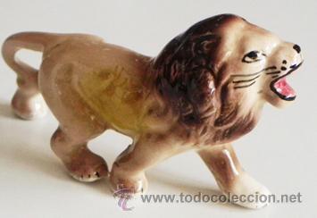 FIGURITA LEÓN DE PORCELANA - PEQUEÑO MUÑECO - DECORACIÓN - ¿ RETRO ? ¿ VINTAGE ? ¿ ANTIGUO ?- ANIMAL (Vintage - Decoración - Porcelanas y Cerámicas)