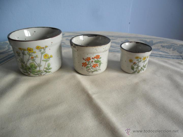 juego de pequeos maceteros de cermica decorados con motivos florales