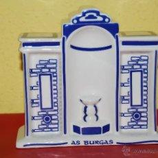 Vintage: FIGURA DE PORCELANA GALOS - MANANTIAL DE AS BURGAS - OURENSE - GALICIA. Lote 46165037