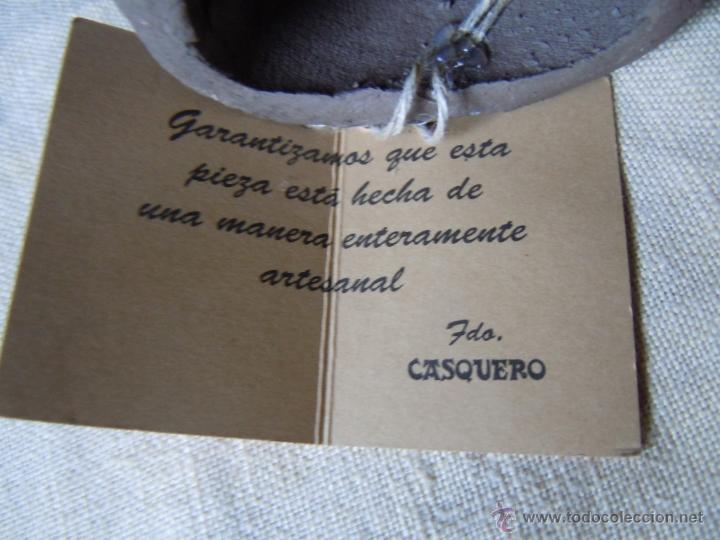 Vintage: BRUJA CERAMICA CON SU ESCOBA CON ETIQUETA DE CASQUERO DEL PRINCIPADO DE ASTURIAS - Foto 2 - 46918667