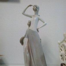 Vintage: FIGURA DE PORCELANA NAO, MUJER CON NIÑA. Lote 47740922