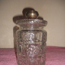 Vintage: ANTIGUO BOTE DE CRISTAL TALLADO BOMBONERA CON TAPON DE PLATA. Lote 48370868