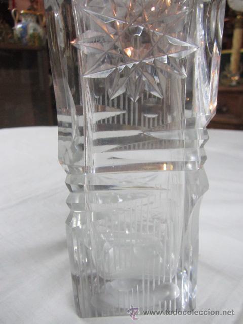 Vintage: Botella licorera de cristal tallado, con boca de plata. 30 cms. altura. - Foto 2 - 48935788