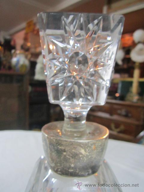 Vintage: Botella licorera de cristal tallado, con boca de plata. 30 cms. altura. - Foto 3 - 48935788