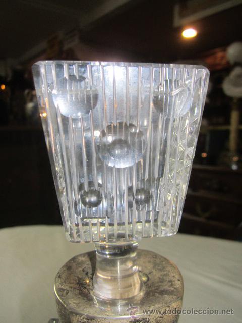 Vintage: Botella licorera de cristal tallado, con boca de plata. 30 cms. altura. - Foto 4 - 48935788