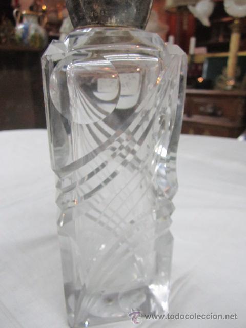 Vintage: Botella licorera de cristal tallado, con boca de plata. 30 cms. altura. - Foto 5 - 48935788