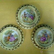 Vintage: TRES PLACAS PORCELANA ESCENAS FRAGONARD ENMARCADAS. Lote 49080676