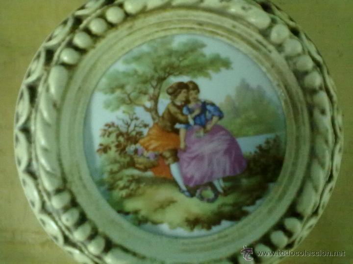 Vintage: TRES PLACAS PORCELANA ESCENAS FRAGONARD ENMARCADAS - Foto 2 - 49080676