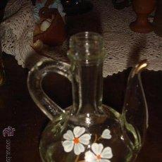 Vintage: ANTIGUA ACEITERA VINTAGE DE CRISTAL PRENSADO CON MOTIVOS FLORALES. Lote 28094703