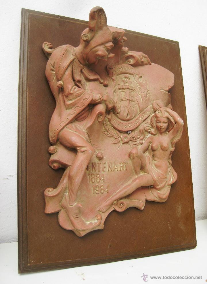 PRECIOSA PLACA 1984 100 ANIVERSARIO FALLA VALENCIA NA JORDANA EN MADERA Y ESTUCO (Vintage - Decoración - Porcelanas y Cerámicas)