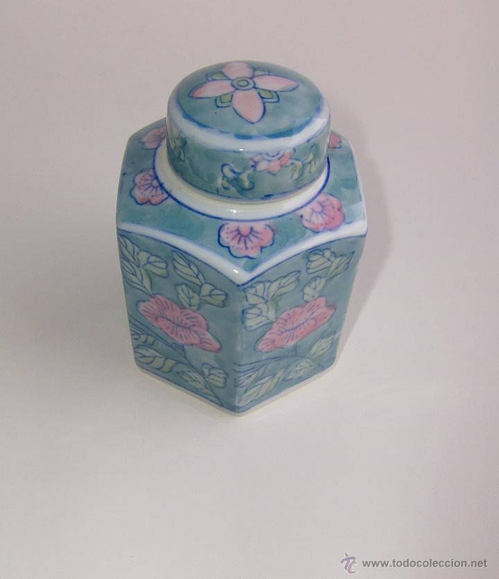 TIBOR CON TAPA, HEXAGONAL DE CERAMICA CON MOTIVO FLORAL. 238 GRAMOS (Vintage - Decoración - Porcelanas y Cerámicas)