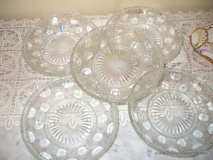 LOTE DE 5 PLATOS POSTRE ,DE CRISTAL TALLADO ,AÑOS 50 (Vintage - Decoración - Cristal y Vidrio)