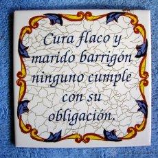 Vintage: AZULEJO DE CERAMICA, CON LEYENDA REFRAN = CURA FLACO Y MARIDO BARRIGON, NINGUNO CUMPLE CON SU... =.. Lote 51317245