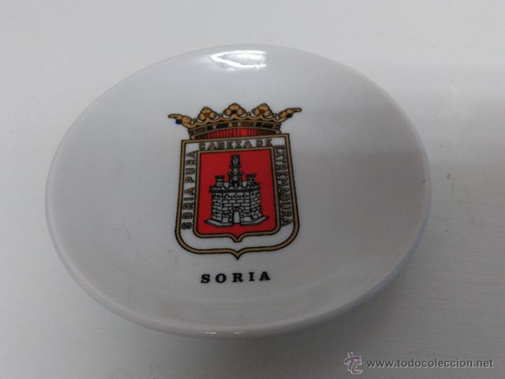 PLATO PEQUEÑO DECORATIVO CON ESCUDO DE SORIA. SELLO CISTER OVIEDO (Vintage - Decoración - Porcelanas y Cerámicas)
