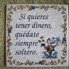 Vintage: AZULEJO DE CERAMICA CASTELLON, LEYENDA REFRAN = SI QUIERES TENER DINERO, QUEDATE SIEMPRE SOLTERO =.. Lote 53707673