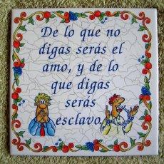 Vintage: AZULEJO DE CERAMICA, CON LEYENDA REFRAN = DE LO QUE NO DIGAS SERAS EL AMO, Y DE LO QUE DIGAS ... =.. Lote 53707737