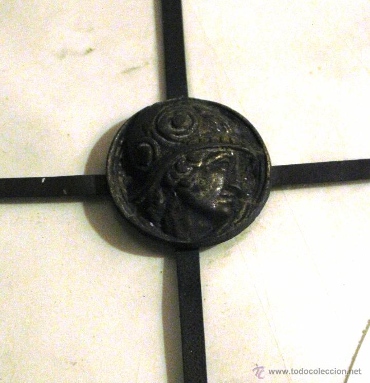 Antiguo adorno de metal para los cristales de comprar for Cristales antiguos para puertas