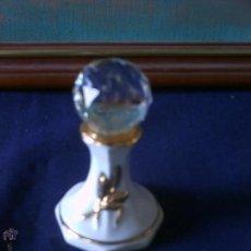 Vintage: FIGURA DE BOLA LE CRISTAL DE SWAROVSKY, EN SOPORTE DE PORCELANA Y LINEAS DE BAÑO DE ORO .. Lote 54065414