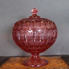 Vintage: ANTIGUA BOMBONERA DE CRISTAL DE COLOR TALLADO 2189 GR DE PESO ALTURA 23 CM. Lote 56640711