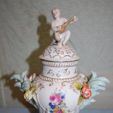 Vintage: JARRÓN EN PORCELANA ESTILO BARROCO DE 33 CM ALTURA. Lote 57186450