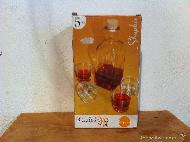 OFERTON JUEGO DE LICOR CON BOTELLA Y 4 CHUPITOS(4) (Vintage - Decoración - Cristal y Vidrio)