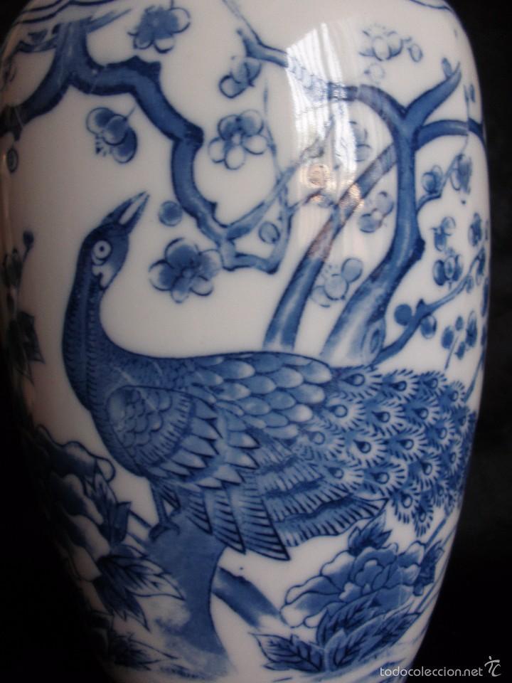 JARRÓN CHINO EN PORCELANA BLUE AND WHITE CON PAVO REAL 24 CM (Vintage - Decoración - Porcelanas y Cerámicas)