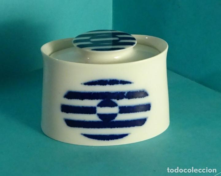 CAJITA DE PORCELANA. DECORADO GRAN FUEGO. MARCA BIDASOA. BASE 9,5 X 6 CM. ALTURA 6,5 CM (Vintage - Decoración - Porcelanas y Cerámicas)