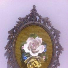 Vintage: MARCO DE CALAMINA CON FLOR DE PORCELANA. Lote 63480479